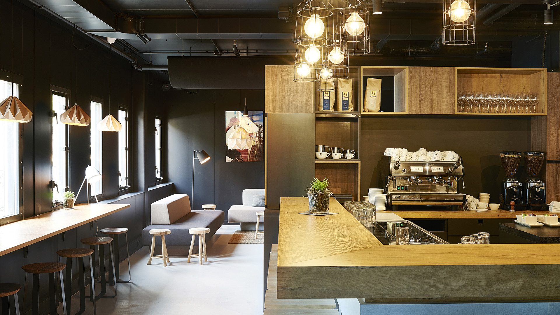 Good-Hotel-Amsterdam-Food-Beverage-Coffee-Bar_253